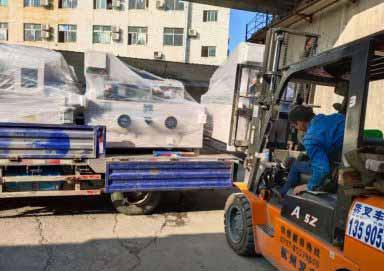 成都市客户订购的UV滚涂机发货